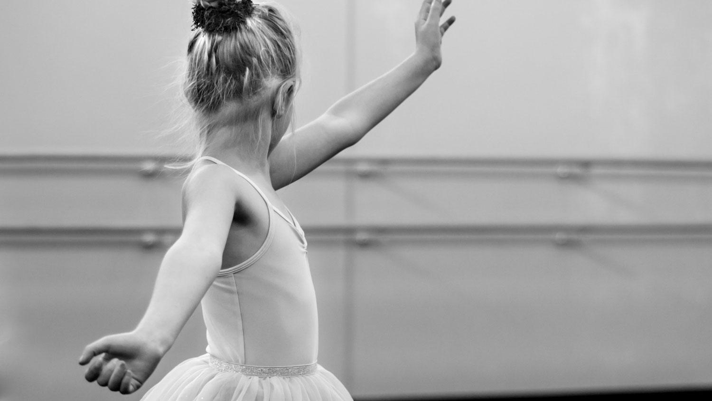 athlete-balance-ballerina-mod